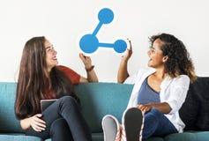 Jeunes filles avec l'icône de part Photo libre de droits