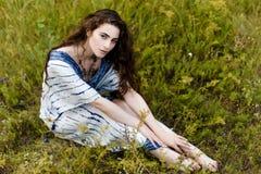 Jeunes filles dans des vêtements ethniques Photographie stock libre de droits