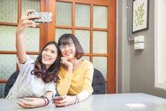 Jeunes filles dans le bureau Photographie stock libre de droits