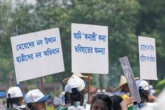 Jeunes filles portant des plaquettes de Kanyashree images libres de droits