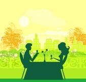 Jeunes flirt de couples et champagne de boissons Images libres de droits