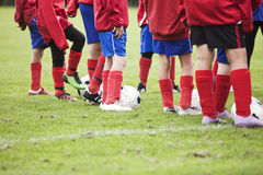 Jeunes footballeurs Photo stock