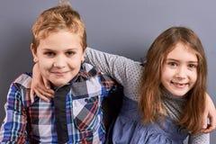 Jeunes frère et soeur européens Image libre de droits