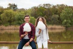 Jeunes gais avec la sucrerie de coton Photo libre de droits