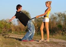 Jeunes garçon et fille fous de couples Photographie stock