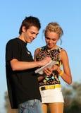 Jeunes garçon et fille mignons de couples Photos stock