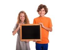 Jeunes garçons avec le petit tableau noir Photos stock