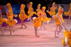 Jeunes gymnastes sous forme de poussin Image stock