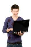 jeunes heureux d'homme d'ordinateur portatif Image libre de droits