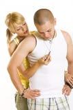 Jeunes heureux embrassant des couples Photos libres de droits