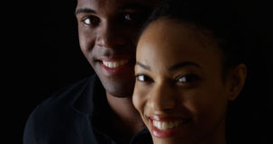 Jeunes homme de couleur et femme de sourire Photo libre de droits