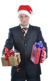 Jeunes hommes dans le chapeau de Santa avec le cadeau d'isolement Photo stock