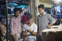 Jeunes hommes dans Siem Reap Image libre de droits