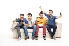 Jeunes hommes enthousiastes criant Images stock