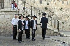 Jeunes hommes juifs, Jérusalem images stock