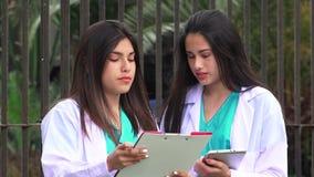 Jeunes infirmières de femelle clips vidéos