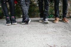 Jeunes jambes urbaines d'hommes Image libre de droits