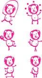 Jeunes lions de bande dessinée drôle ayant l'amusement, jouant des jeux de sport et les FO Photographie stock libre de droits