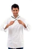 jeunes mâles de verticale de couteau de fixation de fourchette de chef image stock