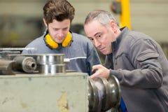 Jeunes machiniste et entraîneur photos stock