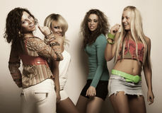 Jeunes mannequins dans la robe colorée Photos libres de droits