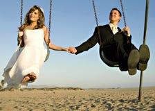 Jeunes mariée et marié images libres de droits