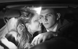 Jeunes mariés monochromes de portrait de plan rapproché photos libres de droits