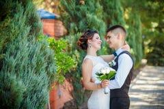 Jeunes mariés sensibles Photos stock