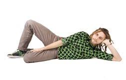 Jeunes mensonges d'homme de dreadlock d'isolement Image stock
