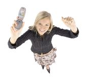 jeunes moble de femme de téléphone de headshot heureux blond images stock