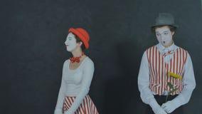 Jeunes pantomimes avec la fleur Photos libres de droits