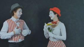 Jeunes pantomimes avec la fleur Photos stock