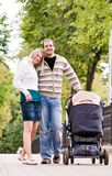 Jeunes parents Images stock