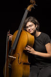 Jeunes repos de violoncelliste Image stock