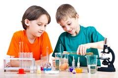 Jeunes scientifiques photos stock
