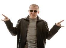 jeunes sunglassed par homme Images stock