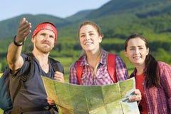 Jeunes touristes d'amis Image stock