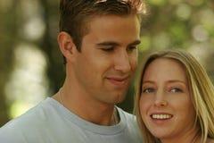 Jeunes verticales de couples Photos libres de droits