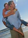 Jeunes verticales de couples photos stock