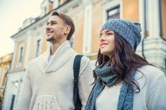 Jeunes voyages de couples Image libre de droits
