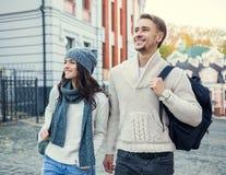 Jeunes voyages de couples Photo stock