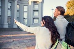 Jeunes voyages de couples Photos stock
