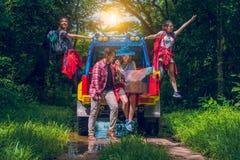 Jeunes voyageurs asiatiques heureux Images libres de droits