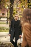 Jeunesse, amour, roman, datant, ville, attendant, concept de promenade photos libres de droits