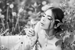 Jeunesse et fraîcheur, femme avec le maquillage à la mode photographie stock