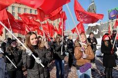 Jeunesse sur le contact de l'opposition communisante Photos stock