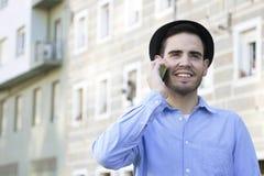 Jeunesse urbaine avec le téléphone photographie stock