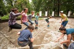 Jeux actifs à la colonie de vacances Photo libre de droits