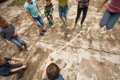 Jeux actifs à la colonie de vacances Image libre de droits