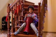 Jeux d'enfant d'Afro sur le tambour Photos libres de droits